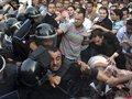 В Каире на демонстрантов напали сотни людей в штатском, вооруженные ножами