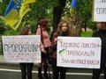 Народний Рух вимагає не закривати Львів для світу червоними полотнами