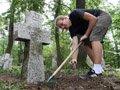 Пластуни відновлюватимуть українські цвинтарі в Польщі