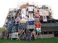 Художники вбрали дрогобицьку дерев'яну церкву XVII ст. у «Плащ св. Юра»
